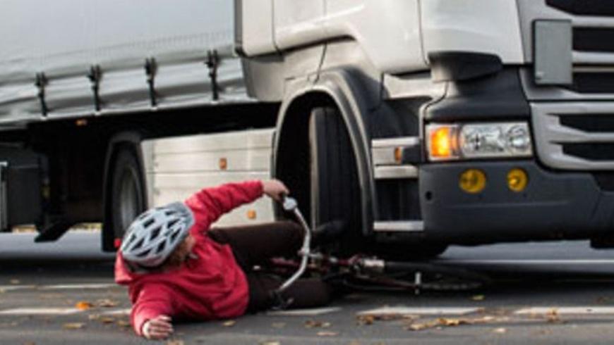 Abbiegeunfall: LKW ,mit Radler