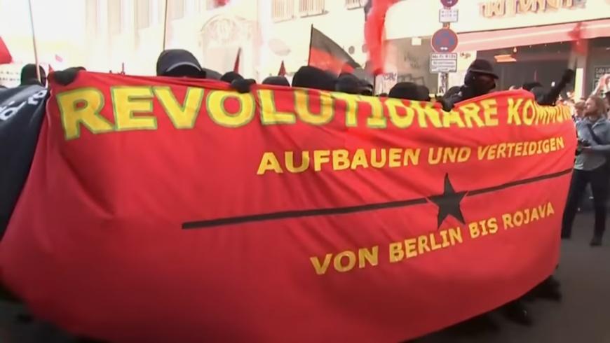 Friedliche Revolutionäre 1. Mai-Demo