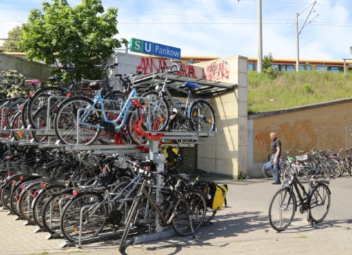 Bhf. Pankow mit Fahrraddoppelparker