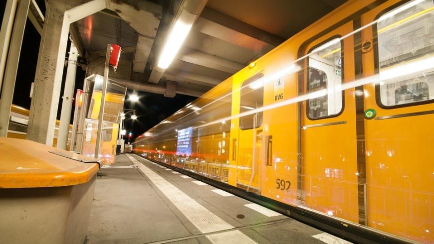 U-Bahnzug auf der U2
