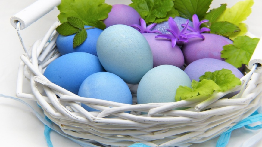LiLa-Eier im Korb - Osterdeko