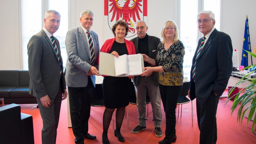 """Übergabe der """"Brandenburger Erklärung"""""""
