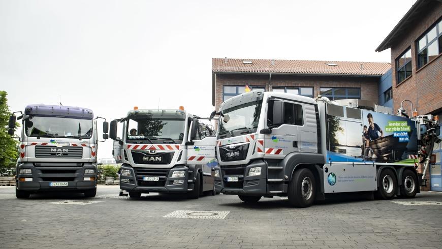 Schwere LKW der Berliner Wasserbetriebe