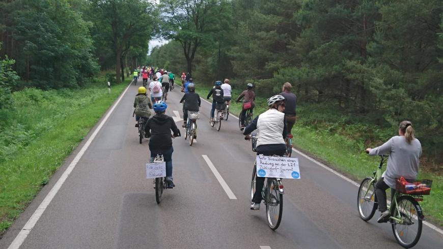 Fahrraddemo auf der L 21