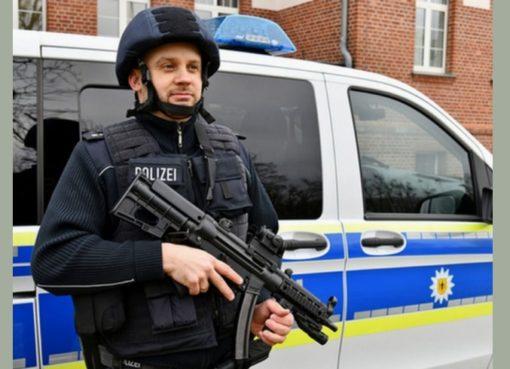 Bundespolizist mit neuen Einsatzmitteln