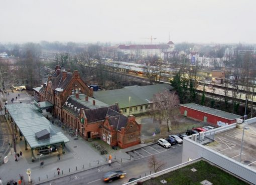 Blick auf den Bahnhof Berlin-Schöneweide vor dem Rückbau der Zwischenhalle im Februar 2019