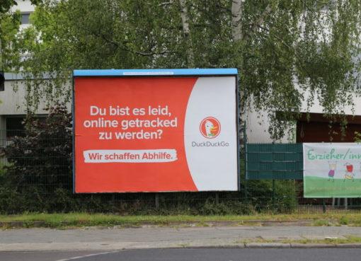 Plakatwerbung von DuckDuckGo