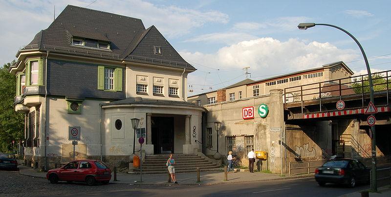 800px-Berlin-Karow-Bahnhof