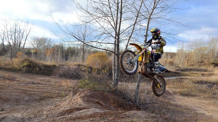 Motocross: Übungsgelände oder Landschaftsschutzgebiet? - Foto: Pixabay