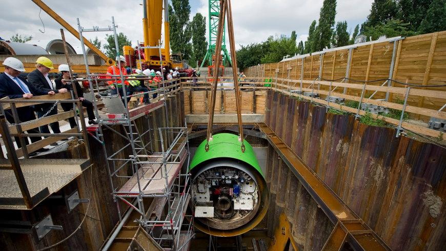 Bohrer-Taufe und einhängen in der Tunnelbohrmaschine in die Startgrube an der Bernauer Straße am 25.Juni 2018 - Foto:  Benjamin Pritzkuleit, Berliner Wasserbetriebe