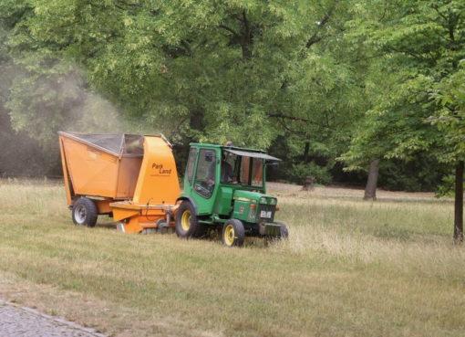 Mähen, aufnehmen, kompostieren