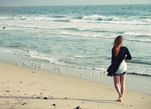 Barfußgehen am Strand