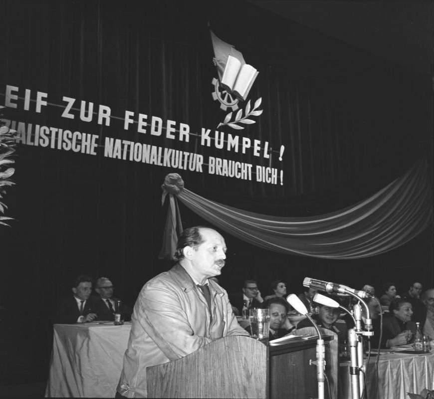 Erwin Strittmatter auf der ersten Bitterfelder Konferenz, 24. April 1959 - Foto: Bundesarchiv, Bild 183-63679-0006 / Schmidt / CC-BY-SA 3.0